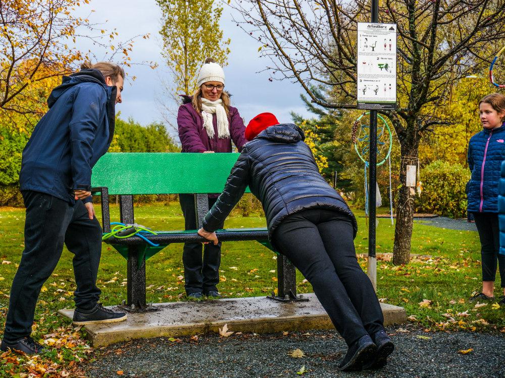 exercice sur banc de parc Publications