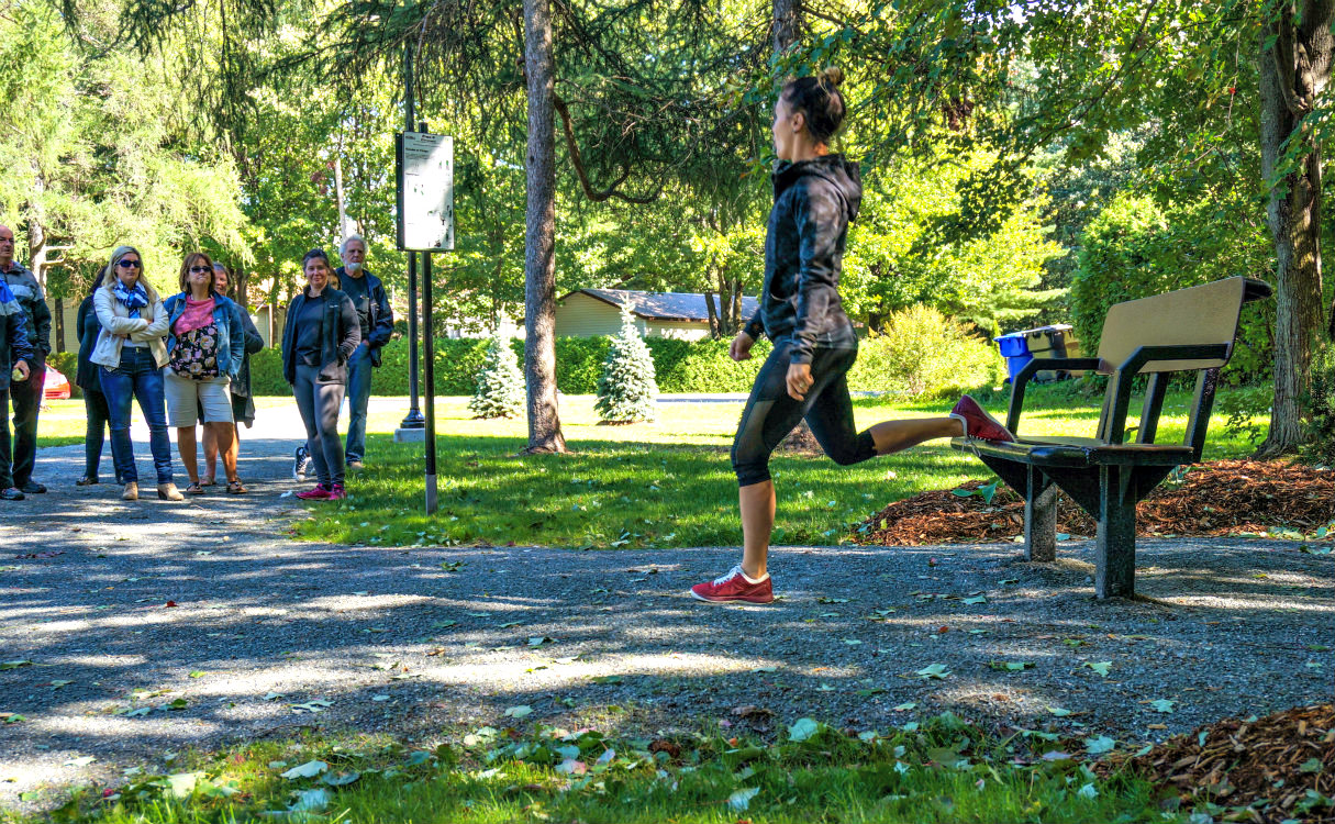 exercice jambe banc de parc Accessible Outdoor Fitness   Saint Amable