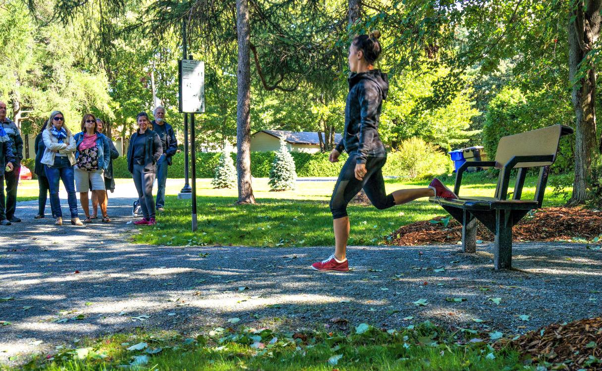 exercice jambe banc de parc Entraînement accessible   Saint Amable