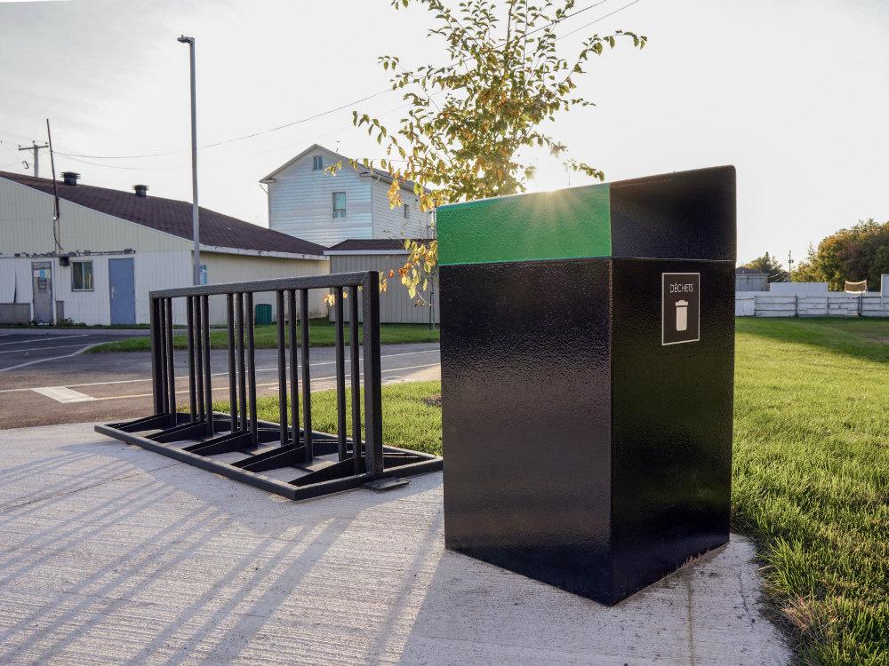 Poubelle urbaine support a velo mobilier urbain atlasbarz 2019 Mobilier urbain novateur, Rue Bergeron, Laurier Station