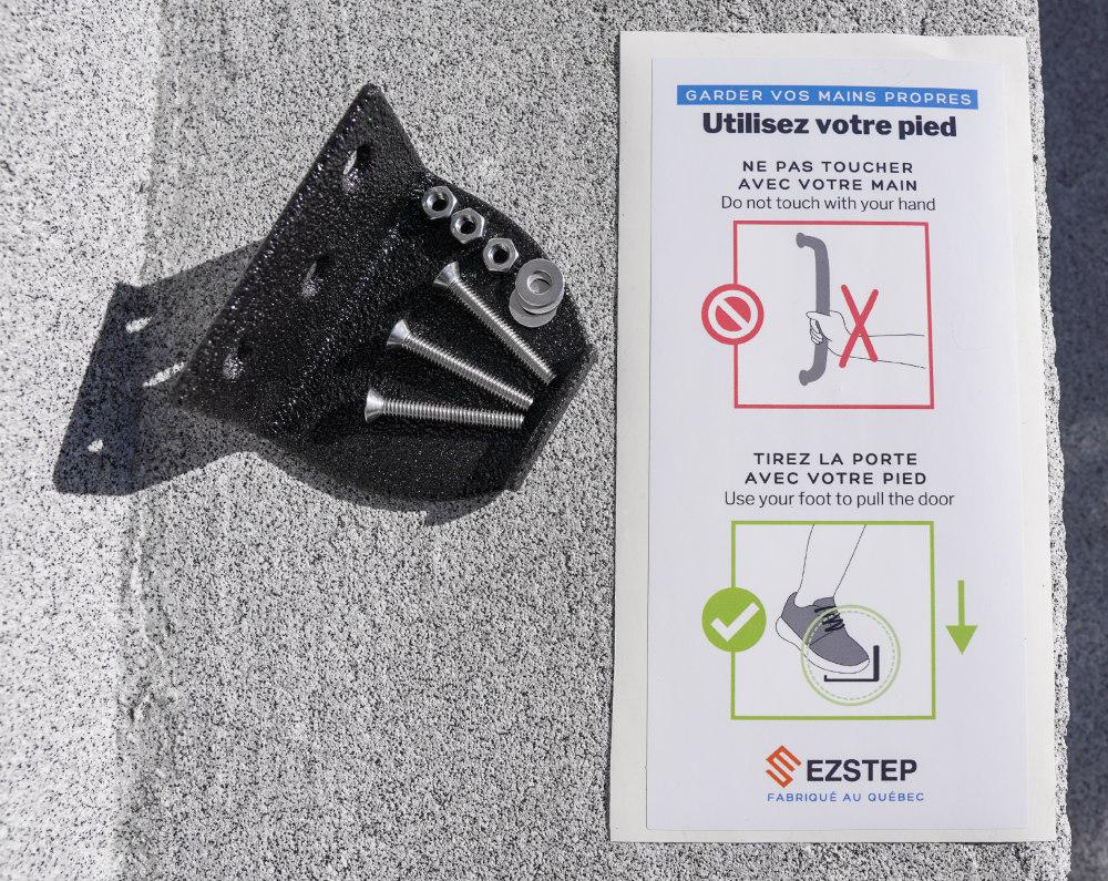 Ezstep vis et ecrou et affiche 2020 3 Bienfaits d'ouvrir une porte avec son pied (Ezstep)