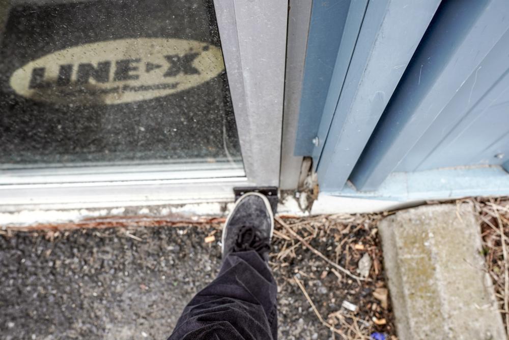 pic 1 2 3 Bienfaits d'ouvrir une porte avec son pied (Ezstep)