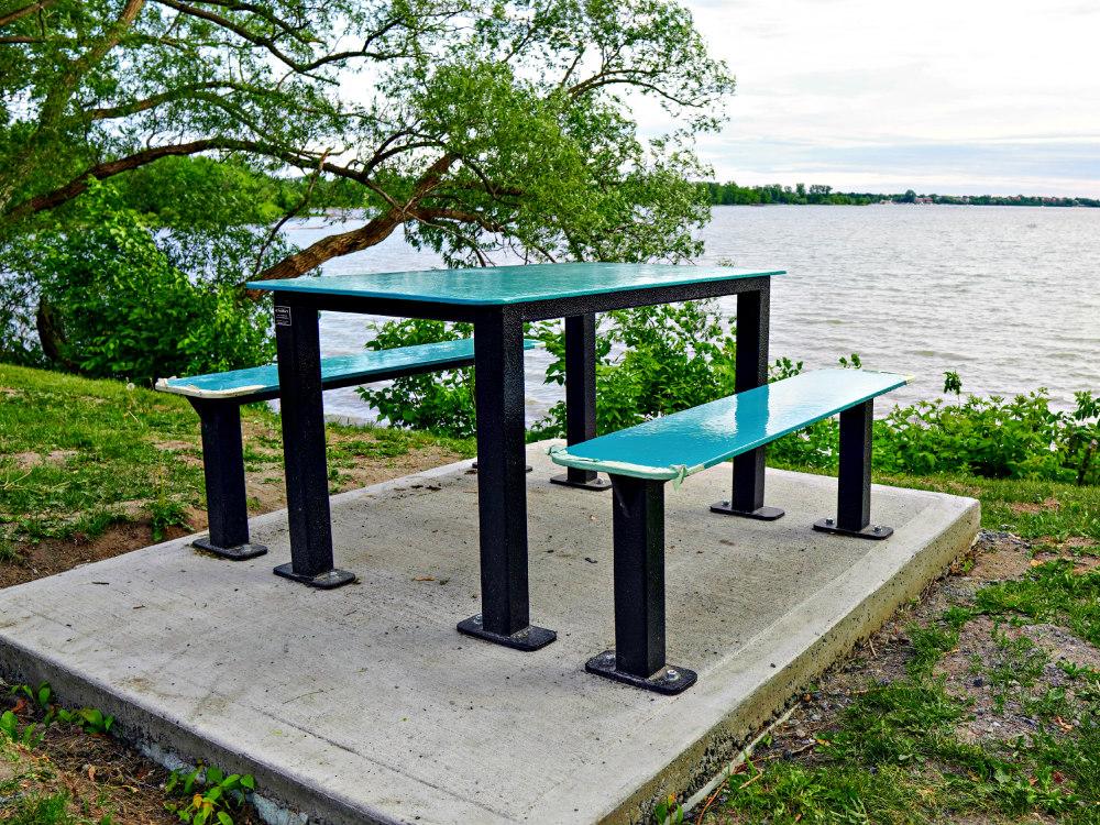 table st mathias 2020 Outdoor furniture at Parc des Voiles, Saint Mathias sur Richelieu