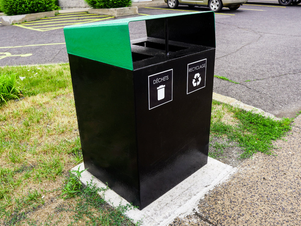 Collecteur duo atlasbarz 2020 Innovative street furniture, Rest areas, Laurier Station