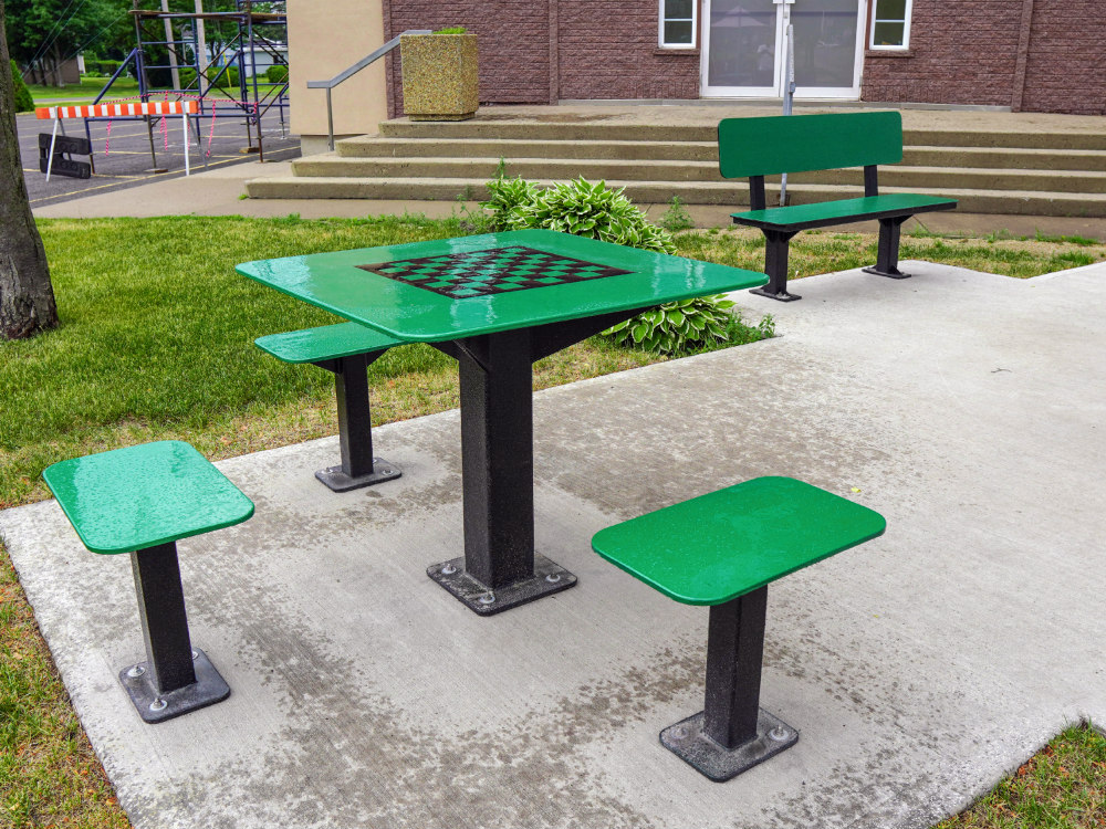 Table extérieure atlasbarz 2020 Innovative street furniture, Rest areas, Laurier Station