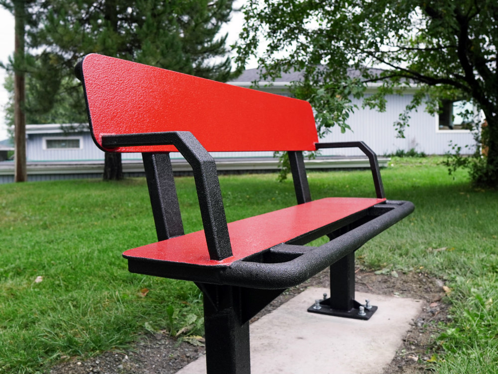 Banc multifonction rouge 1000x750 1 Outdoor fitness trail, Dégelis